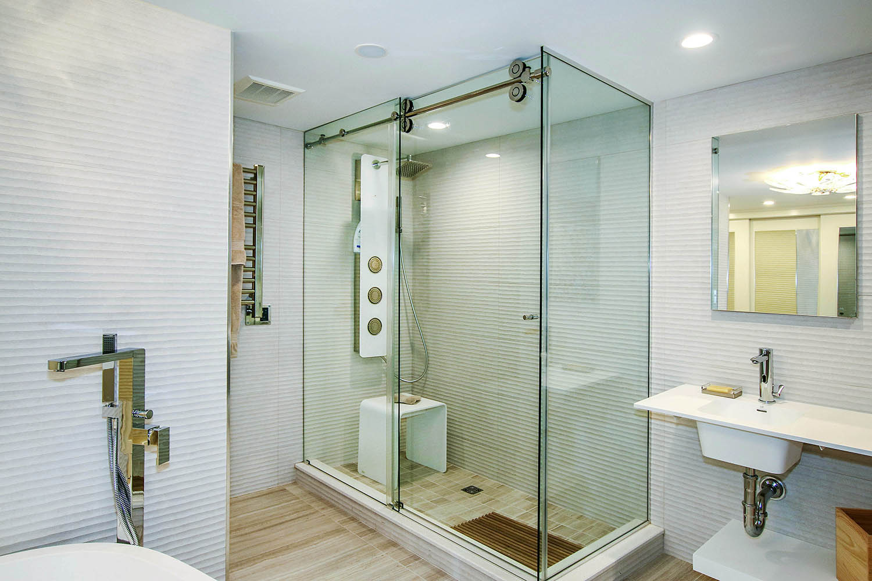 13 Master Bathroom c