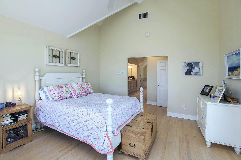 19 Master Bedroom c