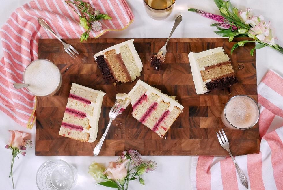 Vegan cakes from Berlin - tricolor with nougat mousse and lemon cake berry compote | Vegane Buttercremetorten aus Berlin - Zitronenkuchen mit Beerenkompott und Torte mit Schokoladen-, Haselnuss- und Vanillekuchen mit Nougatmousse
