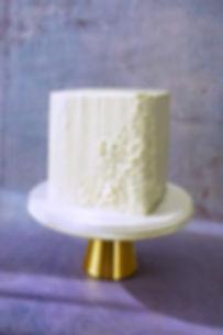 vegan square buttercream cake | vegane Quadratische Torte mit Akzenten und Zuckerperlen