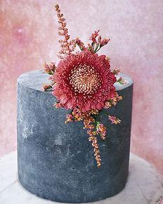 vegan concrete cake with fresh flower   vegane Torte im Beton Look Berlin