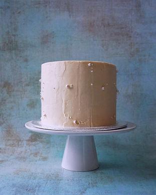 Textured cake with vegan sugar pearls | Vegane Torte mit Zuckerperlen und strukturierter Oberfläche aus Berlin