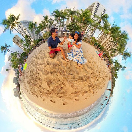 Capturing the moment.._.👪.🌎_.jpg