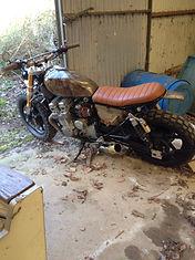 moteur 950KTM, cadre ST2, jantes Harley, fourche GSXR