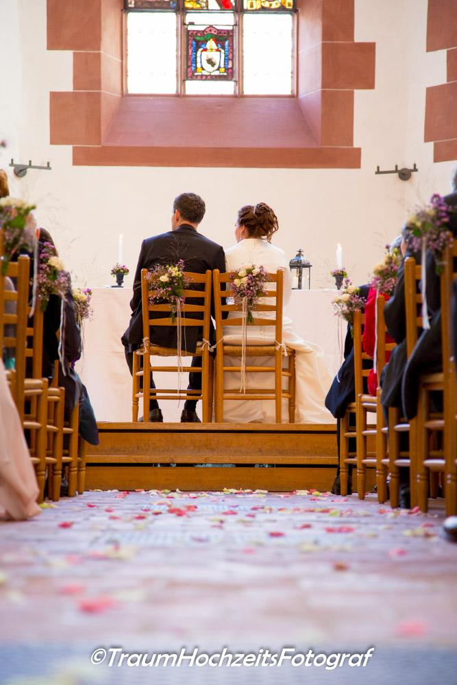 Hochzeitspaar in Kirche