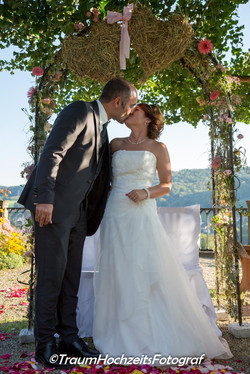 Braut und Bräutigam Kuss
