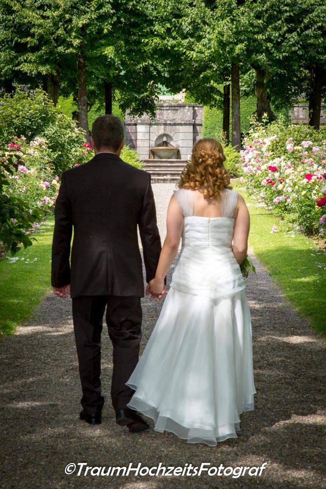 Brautpaar auf ihrem gemeinsamen Weg