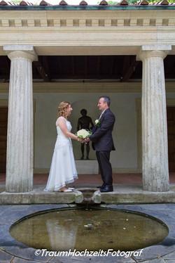 Brautpaar mit Säulen