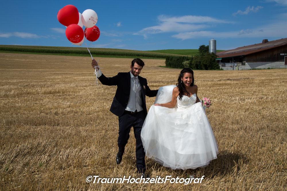 Brau und Bräutigam auf dem FEld
