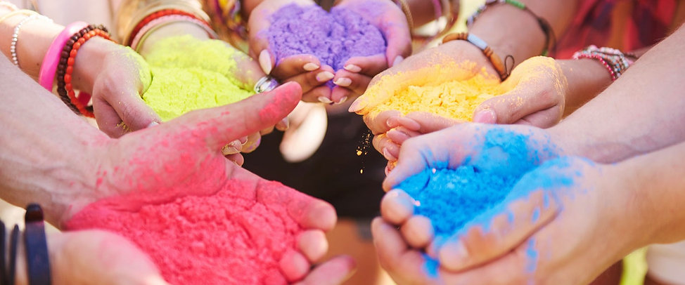 music-festival-with-colour-powders-9R399