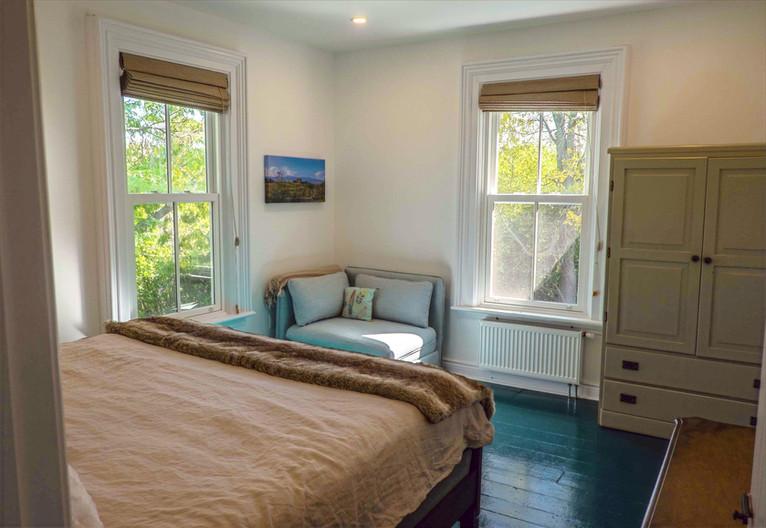 Master%20bedroom-corner%20chair%203555_e