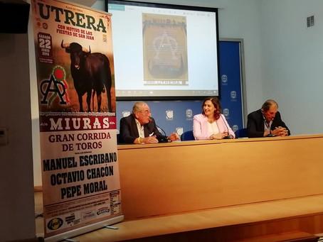 Los ganaderos Eduardo y Antonio Miura llenan la Casa de la Cultura antes de su debut en Utrera