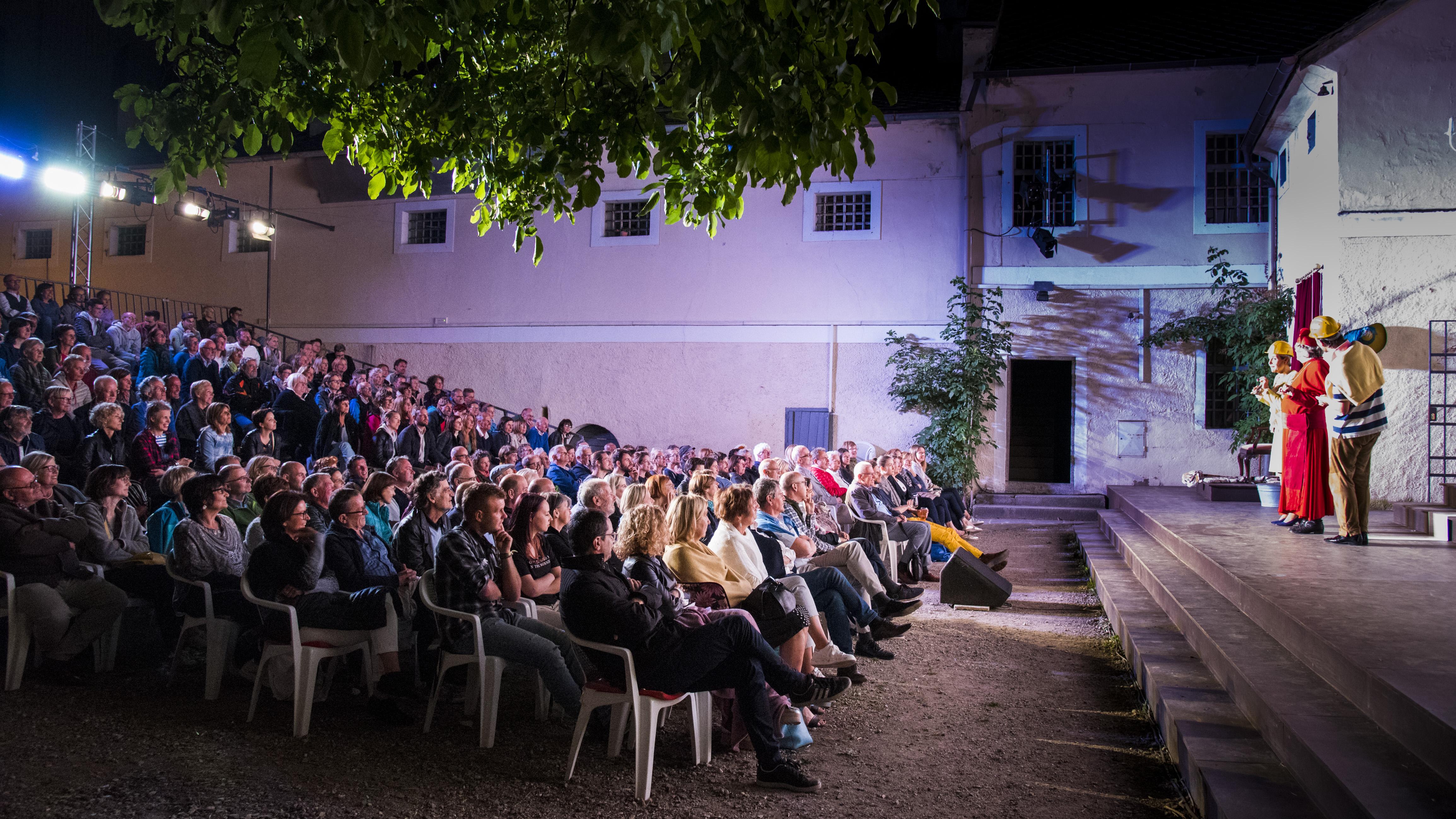Publikum im Tschumpus