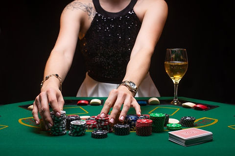 girl-plays-poker-and-raises-bets-with-ch
