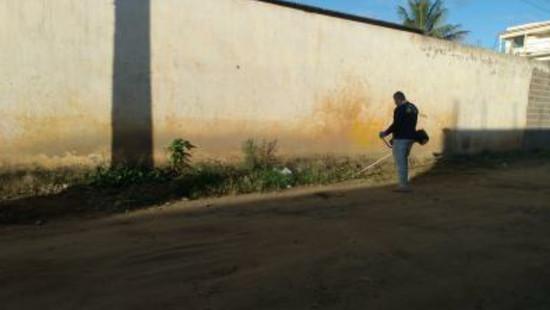 Maracás: ausência do setor de limpeza pública no Bairro Estrela Dalva, promove ação de morador