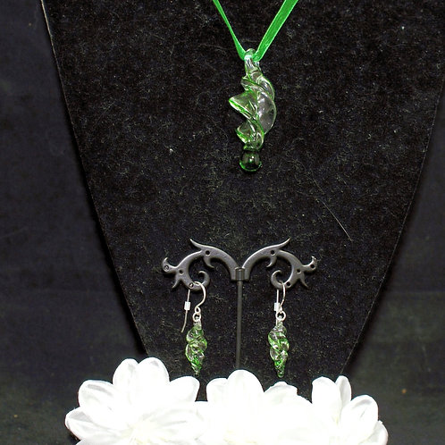 Green Edged Twisted Set