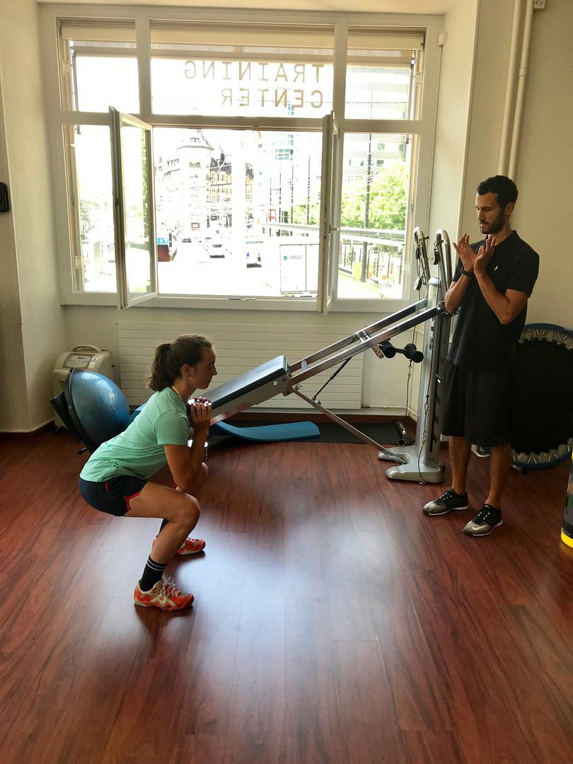 Mathilde Gremaud & Antoine Borgeaud - Préparation physique - Travail de force des membres inférieurs - Goblet squat