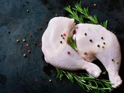raw-chicken-legs-picture-id502921728.jpe