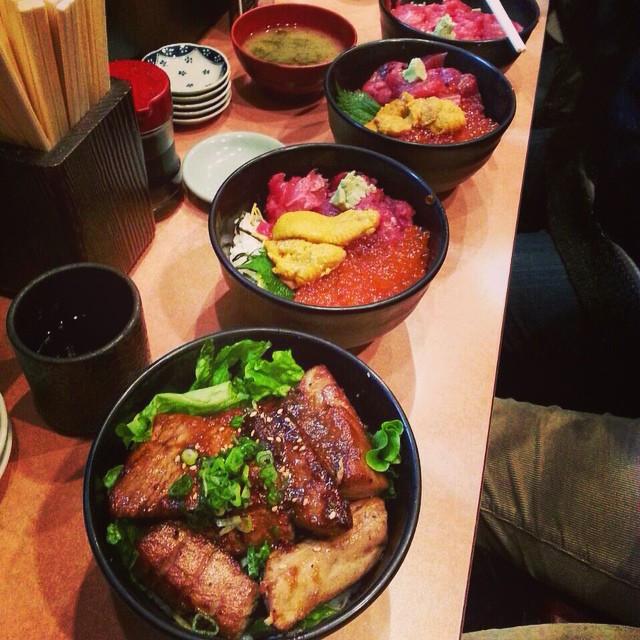 Instagram - 先日の築地のつづき。 みんなで海鮮丼を喰らう。 1人生ものがダメなので、 マグロステーキ丼。  seafood bowls lunch