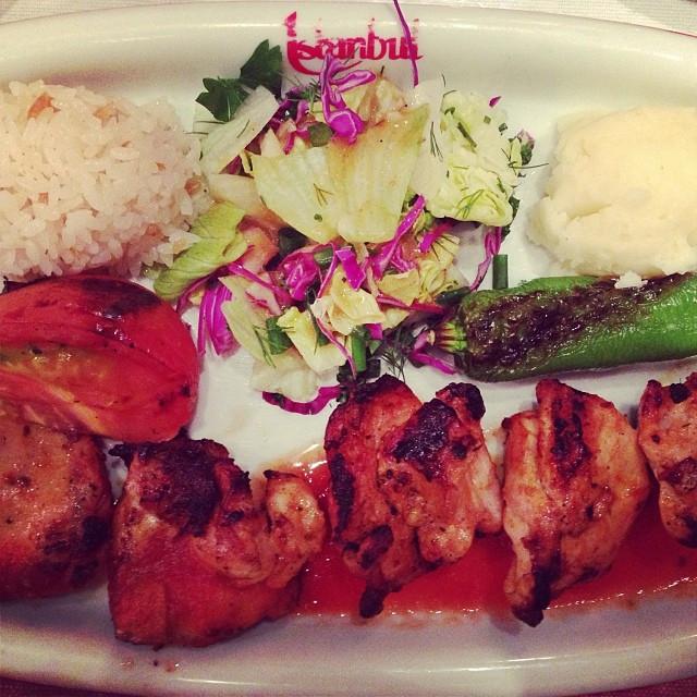 イスタンブールというレストランでトルコ料理をいただく。チキンケパブ、美味しかった!  at Turkish restaurant called Istanbul. chicken kebab was so delicious.jpg