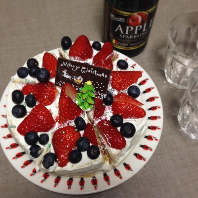 Instagram - メリークリスマス🎄🎅 毎年ケーキは、ホームメード。 今年は姉が作ってくれました🍰 Merry X'mas🎄🎅 we alway