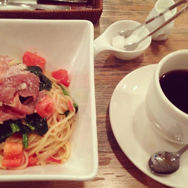 Instagram - 帰る途中、居心地の良いカフェを発見!周辺はファーストフードばかりだから、手作りの食事が食べられるのはありがたい。  found a co