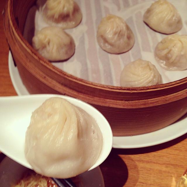 Instagram - この時間はお腹が空くのだ。 いつか食べた小籠包を思い出し、 気持ち乱れる。  #上海湯包小館 #小籠包 #銀座 #美味しい #ginza