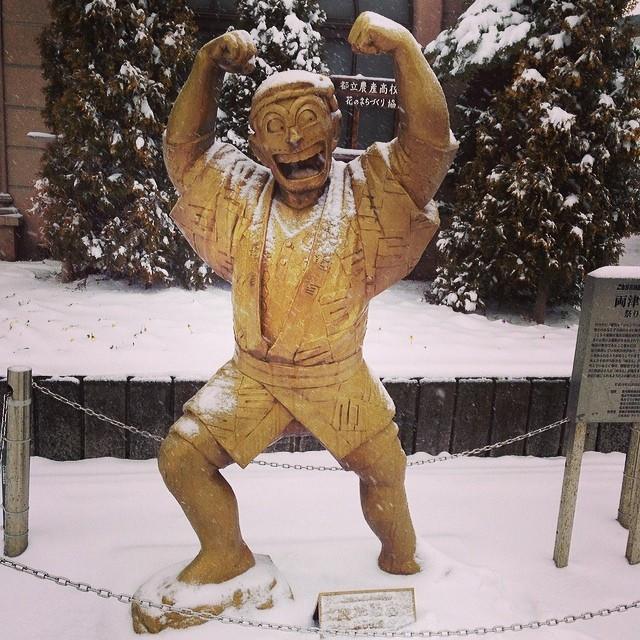Instagram - さすがに両さんも今日は寒いだろう。  #亀有#雪#両さん#亀有派出所#こちら葛飾区亀有公園前派出所#マンガ