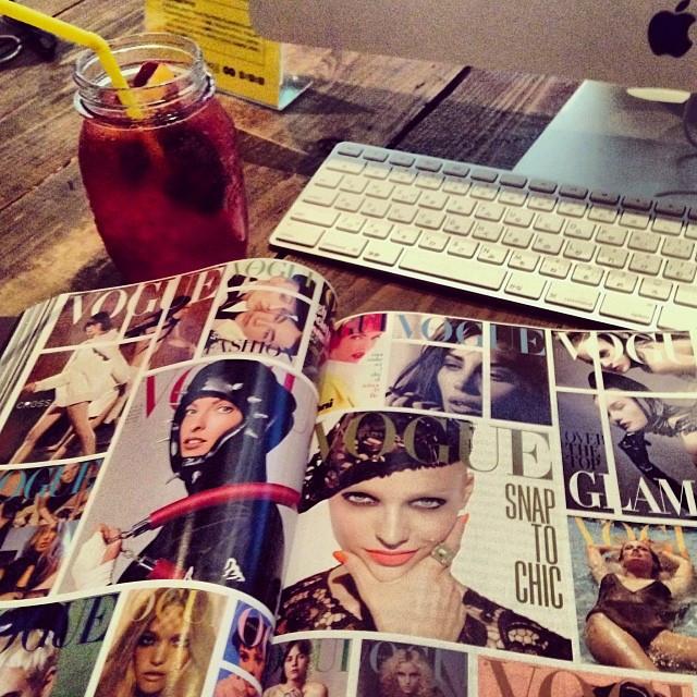 Instagram - ある日のインターネットカフェにて  one day at a internet cafe  #インターネット#カフェ#お茶#リラックス#