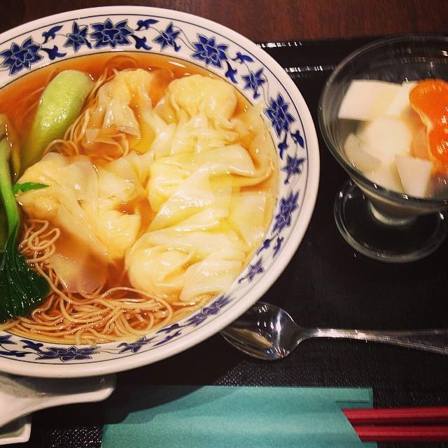 Instagram - 海老ワンタン麺&杏仁のセット。 うまし👍 shrimp wonton noodle and almond jelly.jpg