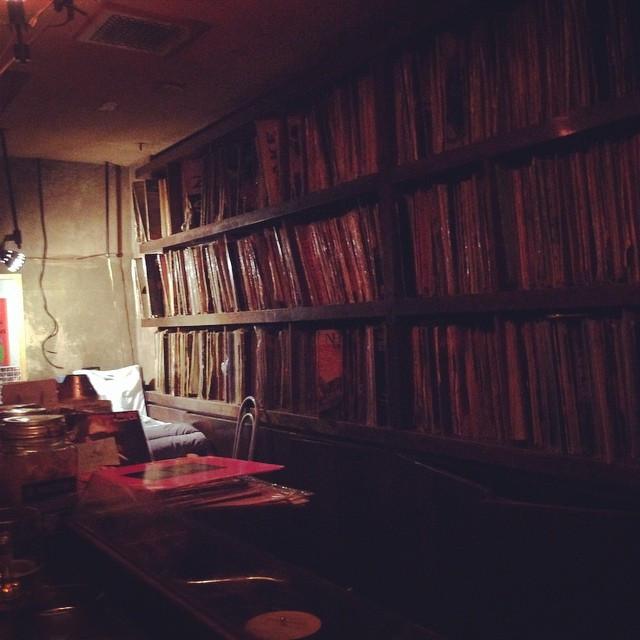 Instagram - 新宿のロックバー。  気持ちいいな〜。 #DMX #新宿 #bar #rock #music #バー #ロック #feelsogood