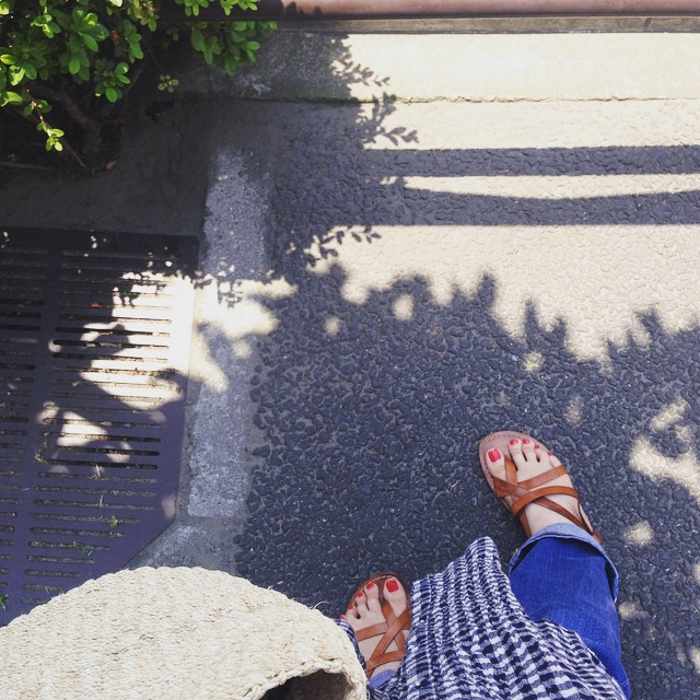 Instagram - 5月とは思えない暑さ💦 サンダル、かごバック、 すっかり夏の格好。  so hot outside, can't believe st