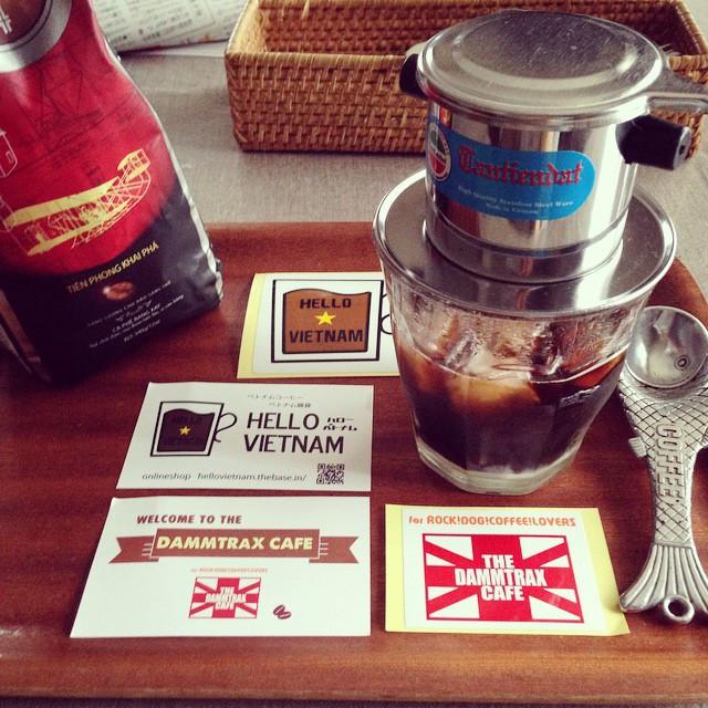 Instagram - ただ今ベトナムコーヒー抽出中。  RSGリスナーつながりで知り合った バイカーズカフェ「ダムトラックス」店長まるこさん。  イベントなど