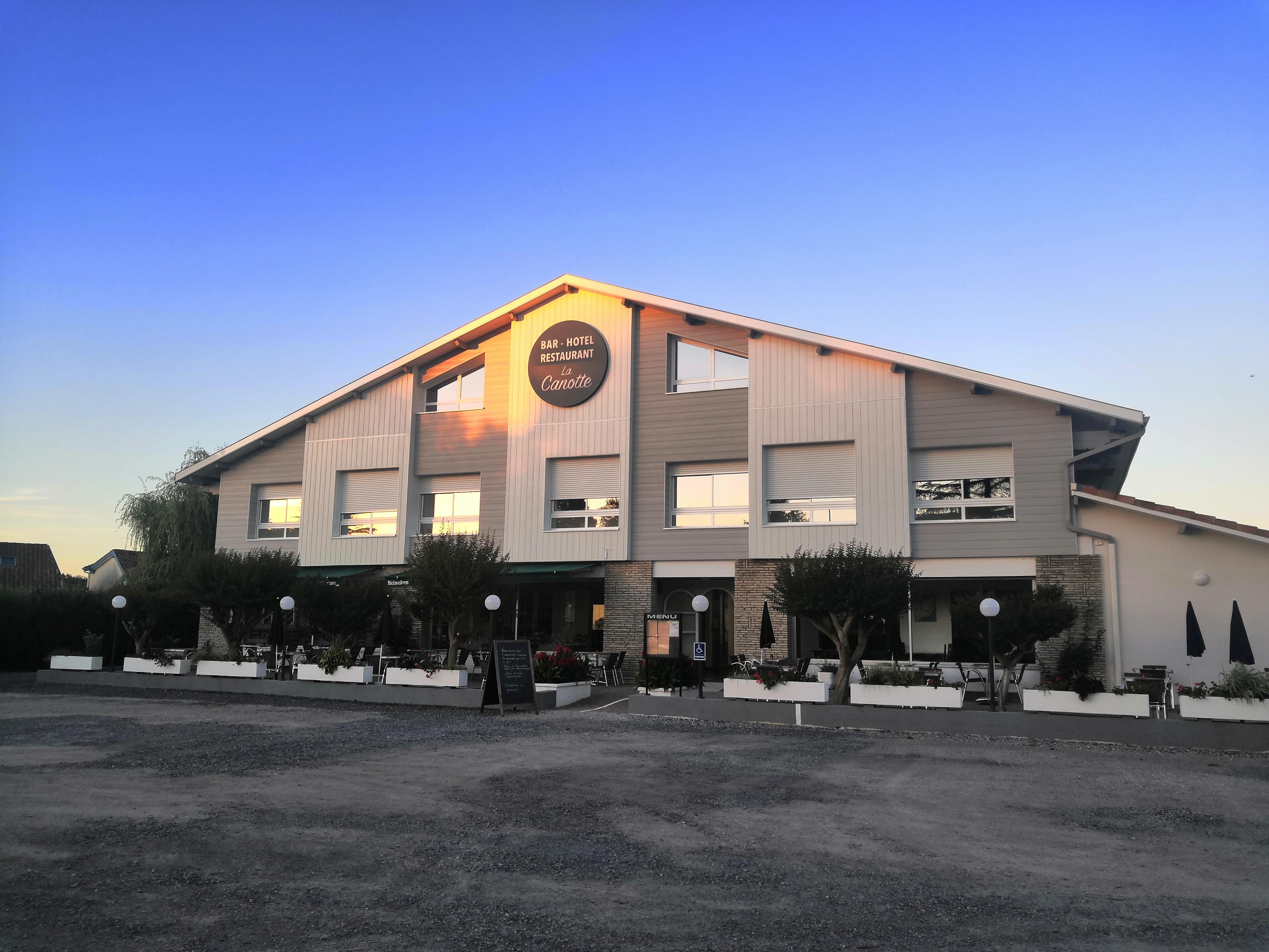 LA CANOTTE HOTEL BAR RESTAURANT