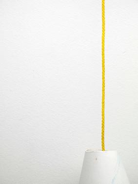 Table, chaise et lampe (Détail)