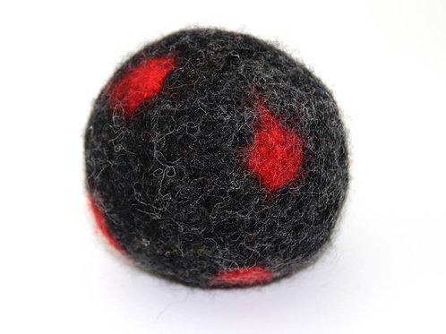 Filzball Schwarz Rot mit Rassel