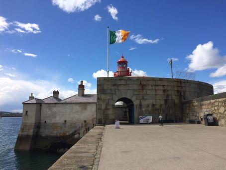 De stad uit: zeilbootjes in Dun Laoghaire