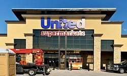 United Supermarkets pre-made sign installation