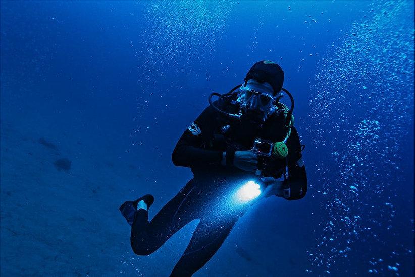 Diver_Light.jpeg