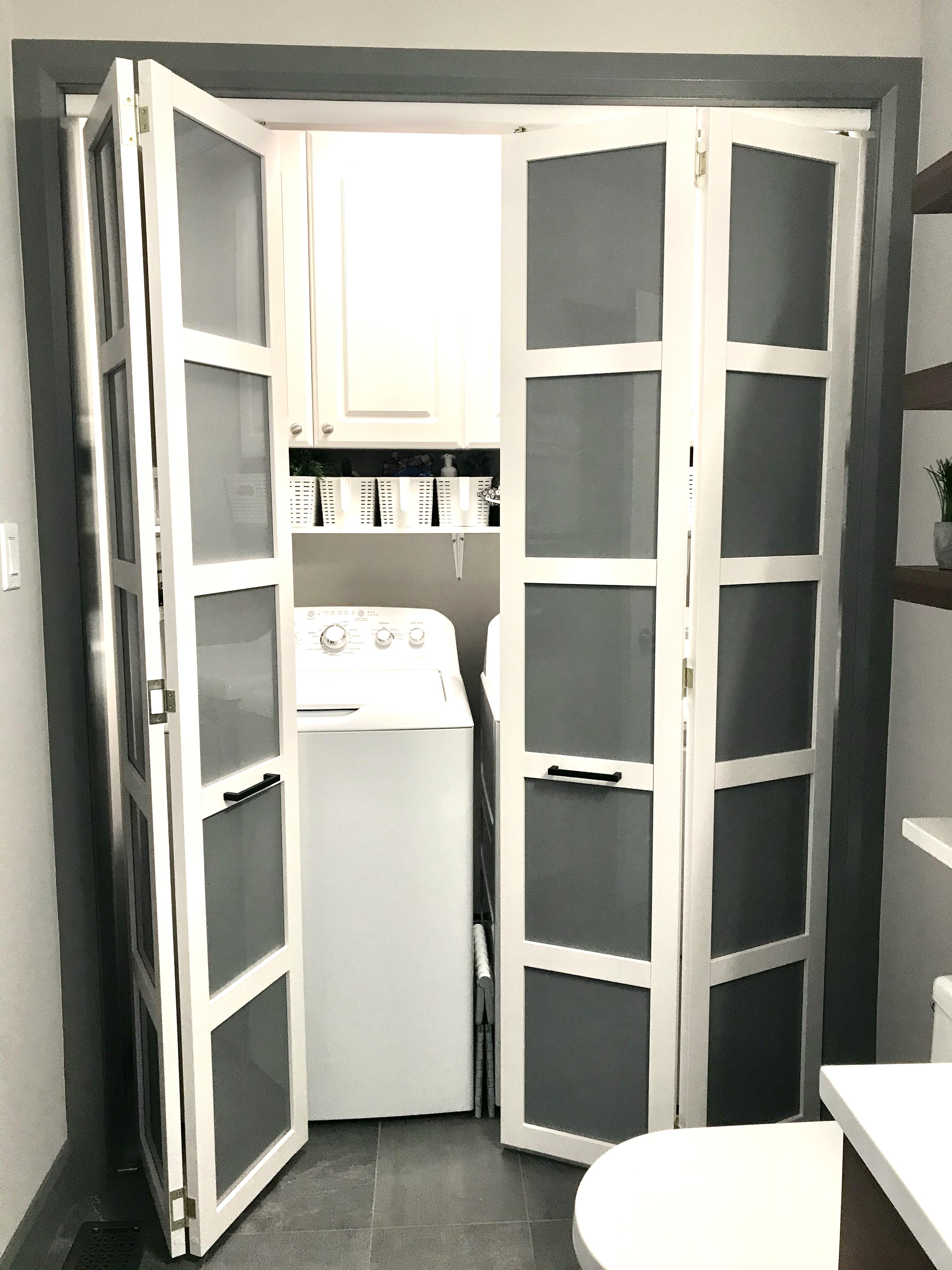 Powder room / laundry
