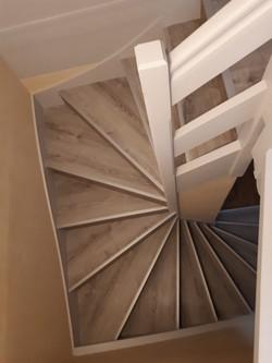 Rénovation par habillage d'un escalier bois 3*1/4 tournant