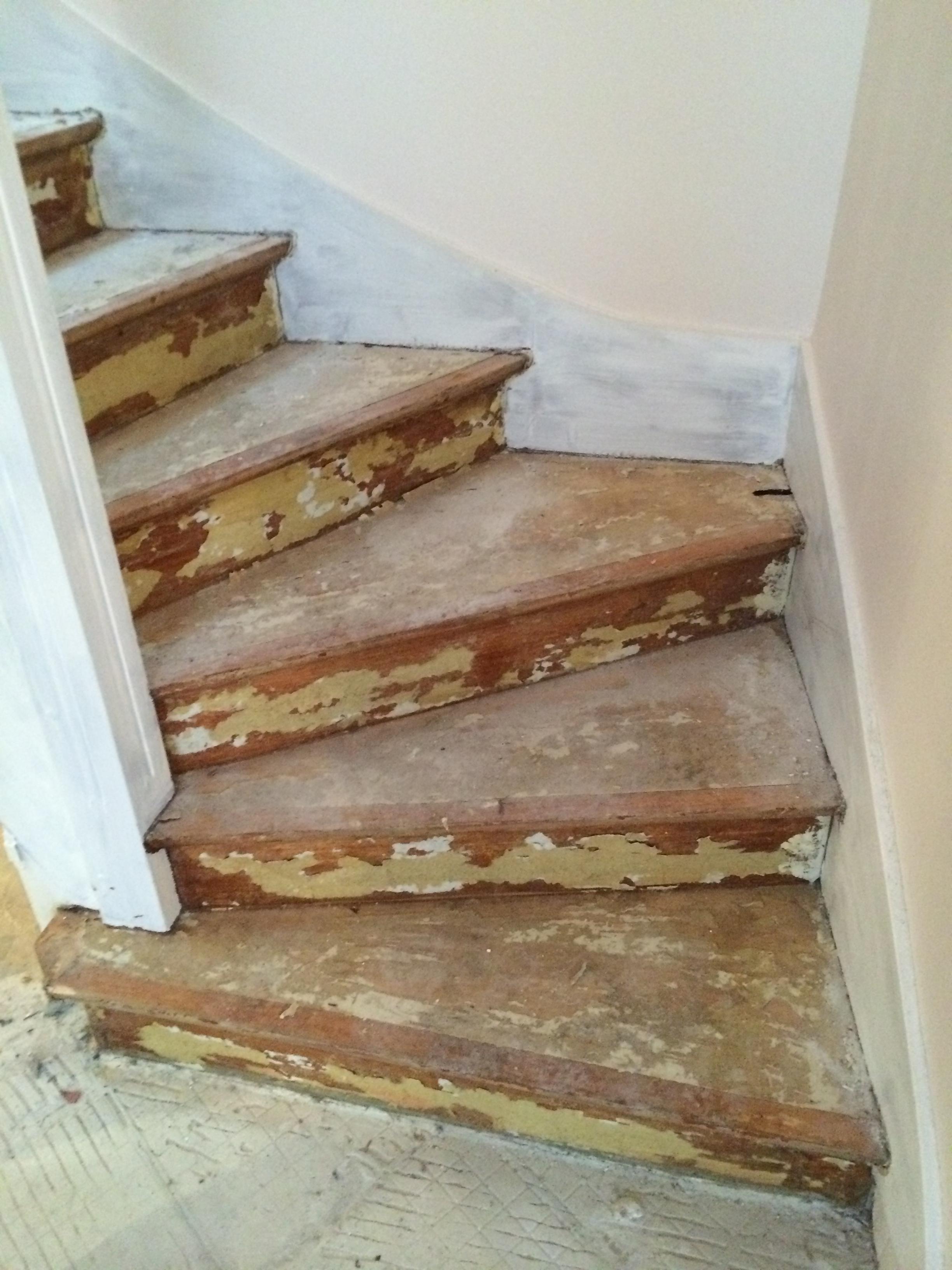 Escalier bois anciennement moquetté