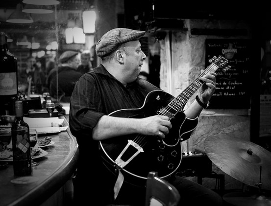 Parisienne Guitarist