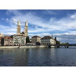 Das #Grossmünster - eine evangelisch-reformierte #Kirche in der #Altstadt von #Zürich #Schweiz #Swit