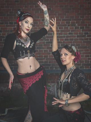 Kirsi & Fanny, bellydancers