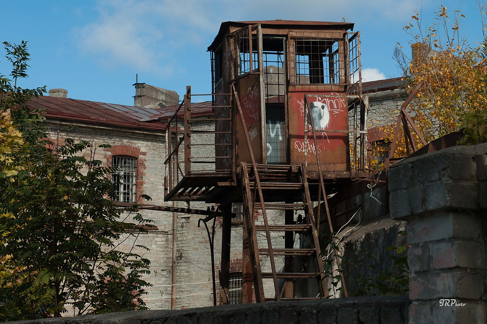 Vartiokoppi vankilan muurilla