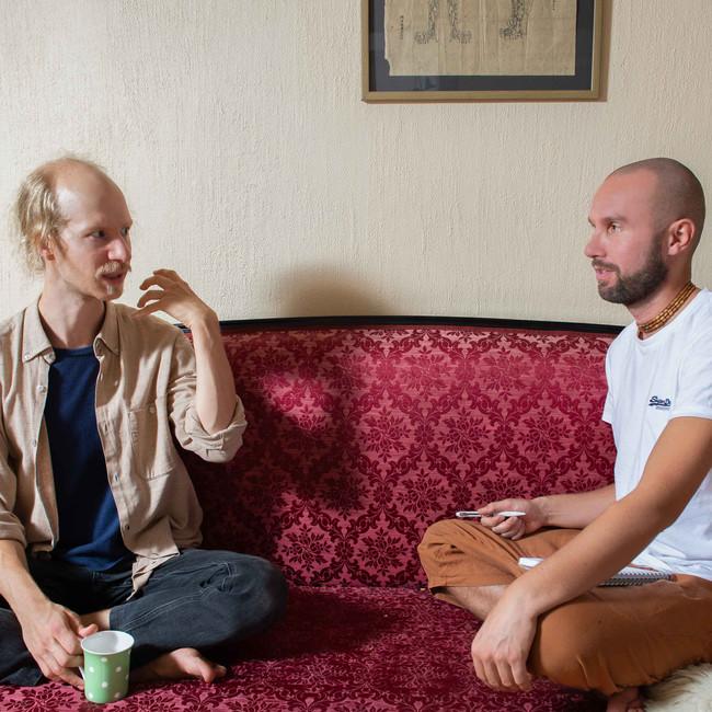 Asiakaskäynti alkaa aina konsultoinnilla jossa selvitetään mitä vaivoja ihmisellä on ja jatkohoidoissa keskustellaan kuinka aiemmat hoitokerrat ovat vaikuttaneet