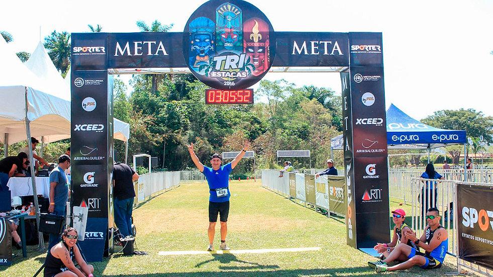 Copia de fritz-thompson-triatleta-triatlon-estacas.jpg