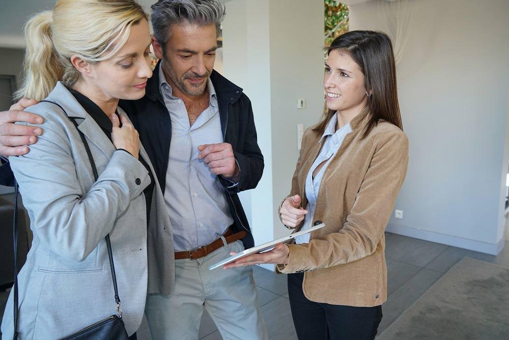 lokkap-etat-des-lieux-couple-agent-immobilier