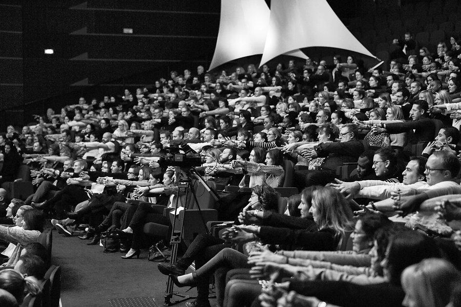 Conférence Matthieu Sinclair - Illusionisme - séminaires d'entreprise - Paradoxa